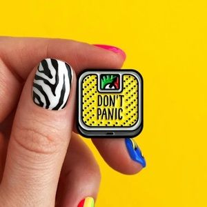 """🆕 Yellow Scale says """"Don't Panic"""" Pin Brooch"""